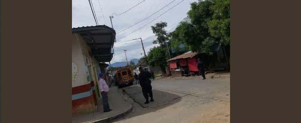 Escena de homicidio de un joven en el centro de la villa de Tacuba
