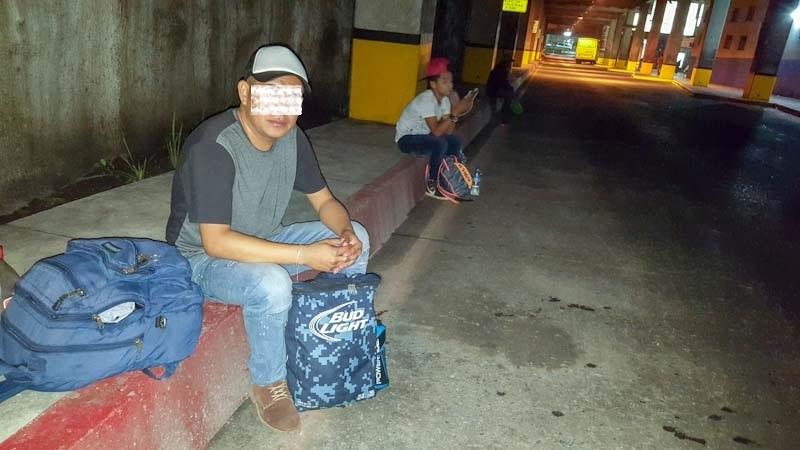 Este joven salvadoreño dice que prefirió retornar a El Salvador antes que seguir soportando las humillaciones de los policías federales en un albergue de migrantes en Tapachula.