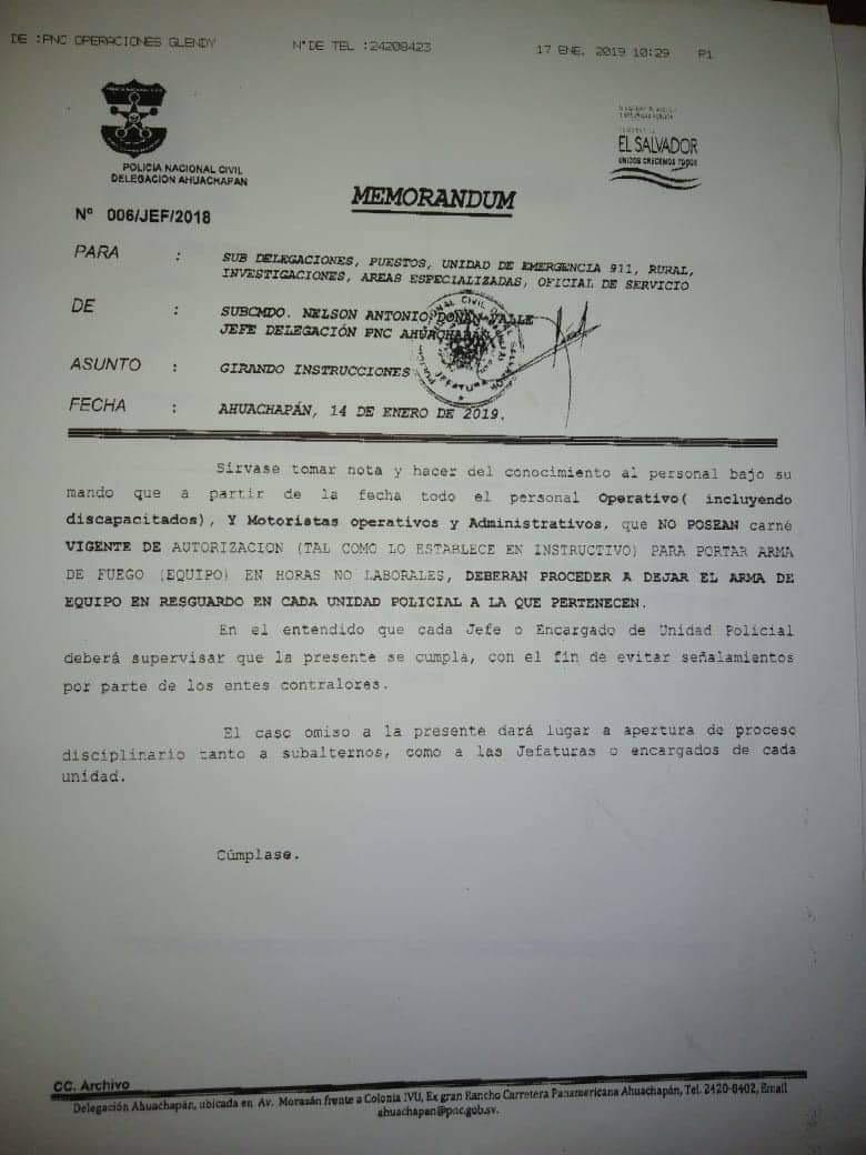 Orden escrita para que los policías de la delegación de Ahuachapán que no tengan vigente un carnet que les da la institución, no puedan llevarse el arma de equipo cuando salen con licencia.