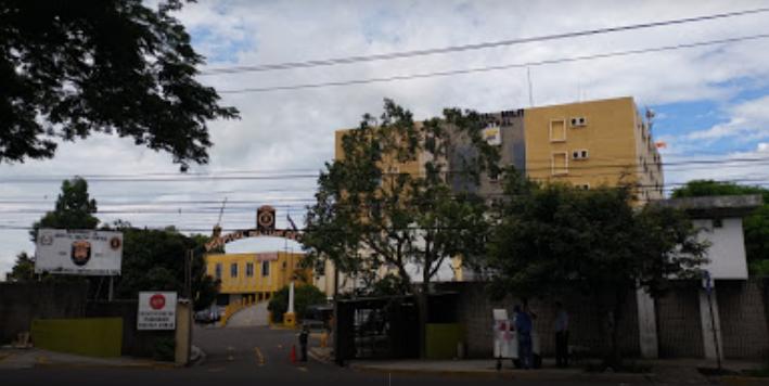 Fachada del Hospital Militar Central donde, según derechohabientes, hay escasez de medicamentos desde noviembre anterior